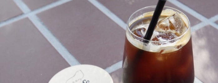 CAFE GOOM is one of ♠ 가로수길 지역전문가 ♠.