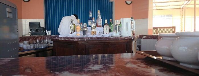 Pool Bar is one of Tempat yang Disukai Thomas J..