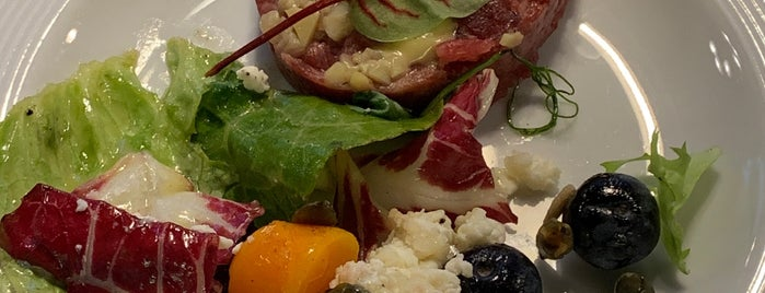 Warszawski Sznyt Steak&Art is one of Locais curtidos por Cem.
