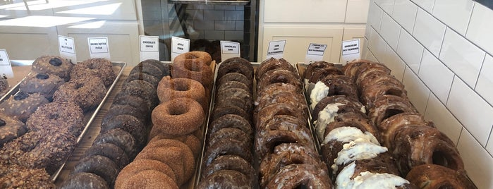 Knead Doughnuts is one of Jacquelinさんのお気に入りスポット.