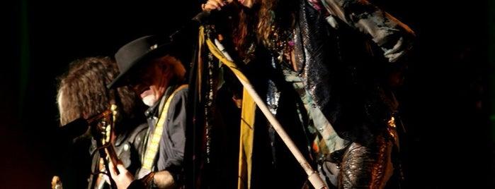 Aerosmith is one of Tempat yang Disukai Pauline ॐ.