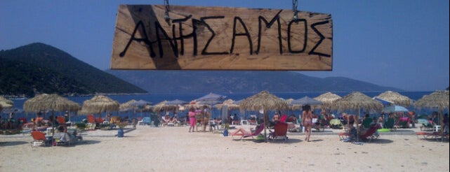 Antisamos Beach Bar is one of Guía de Cefalonia.