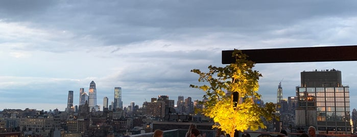 CloudM Rooftop Bar is one of nyc outdoor eats & drinks.