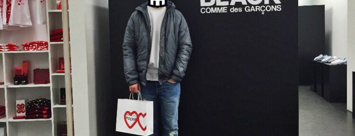 Comme des garçons is one of Testen: Shopping.