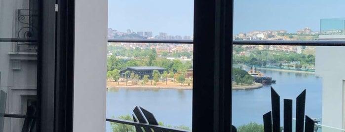 Ramada Hotel & Suites is one of Muratti'nin Beğendiği Mekanlar.