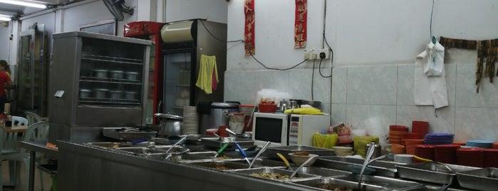 Fong Wah Teochew Porridge 峰华潮洲粥 is one of Tempat yang Disukai Stefen.