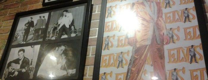 De'Hoek Cafe & Resto is one of Tempat yang Disukai Keshia.