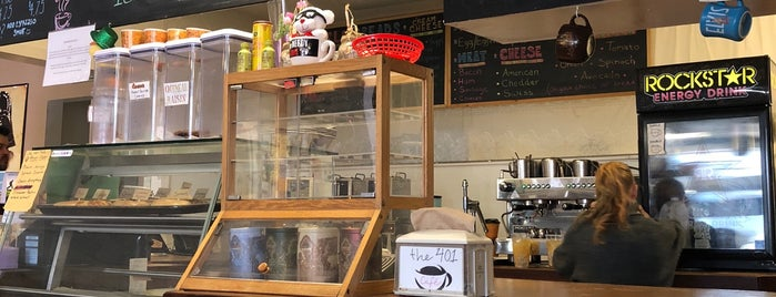 The 401 Cafe is one of สถานที่ที่บันทึกไว้ของ Brandon.