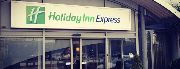 Holiday Inn Express London-Royal Docks, Docklands is one of Locais curtidos por Káren.