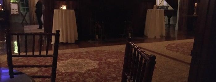Bourne Mansion is one of Tempat yang Disukai Gena.