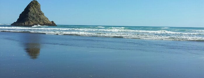 Karekare Beach is one of Nuova Zelanda.