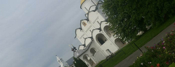 Покровский женский монастырь is one of สถานที่ที่ Nina ถูกใจ.