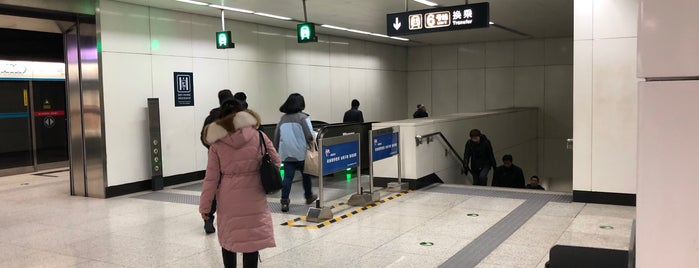 慈寿寺駅 is one of Scooterさんのお気に入りスポット.