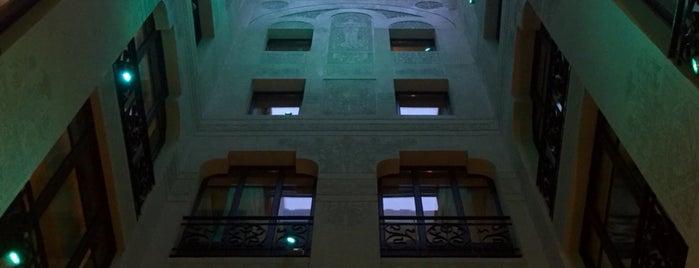 Hotel España is one of Tempat yang Disukai Roman.