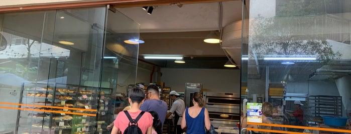 Bread Aroma Bakery is one of Locais salvos de Melissa.