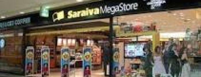 Livraria Saraiva is one of Tempat yang Disukai Alan.