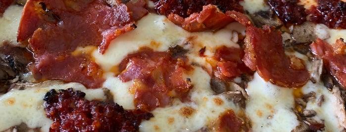 Pizza Sophia is one of Lugares favoritos de J.