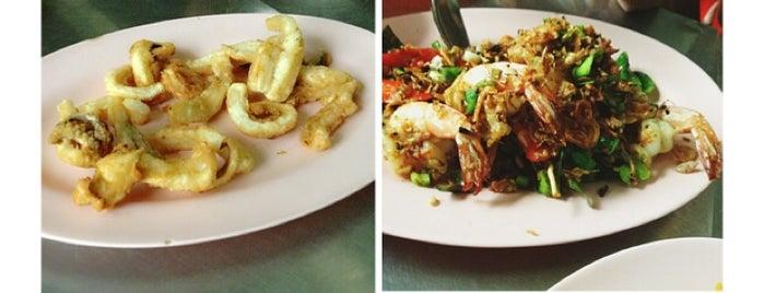 เลิศรส (ใต้ร่มมะเฟือง) is one of Ichiro's reviewed restaurants.