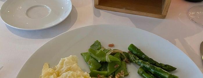 Apples Restaurant is one of Testen.