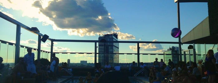 Plunge Rooftop Bar & Lounge is one of Heated Rooftops.