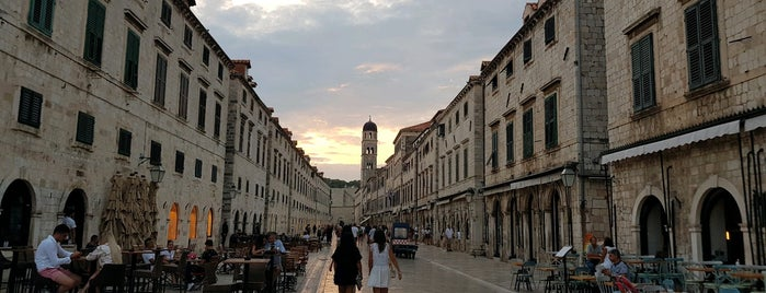 Old City Dubrovnik is one of Locais curtidos por Babbo.
