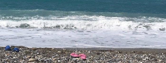 Tosmur Beach is one of B'ın Beğendiği Mekanlar.