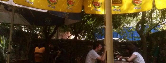 Koyu Siyah is one of Lugares favoritos de Merve.