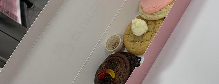 Crumbl Cookies is one of Sameer'in Beğendiği Mekanlar.