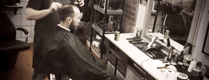 Budapest Barber Shop is one of Orte, die Adam gefallen.