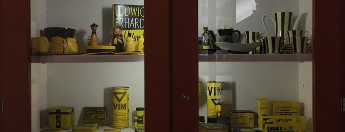 Museum der Dinge is one of Lieux qui ont plu à Lauren.