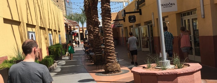Las Vegas North Premium Outlets is one of Cenkerさんのお気に入りスポット.