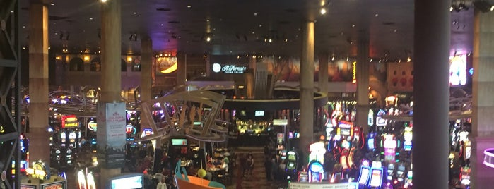 New York-New York Hotel & Casino is one of Cenkerさんのお気に入りスポット.