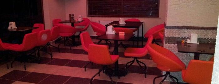 Parantez & Bistro Cafe is one of สถานที่ที่ Serkan ถูกใจ.