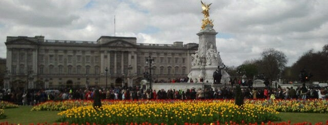 Buckingham Palace is one of London.
