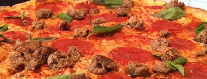 Best Pizza is one of Roberto'nun Beğendiği Mekanlar.
