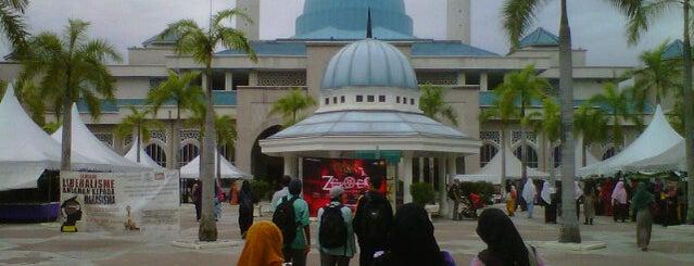 Masjid Sultan Haji Ahmad Shah is one of masjid.