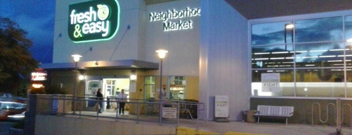 Fresh & Easy Neighborhood Market is one of Tempat yang Disukai Bort.