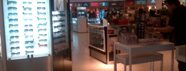 Duty Free Philippines is one of Lugares favoritos de 冰淇淋.