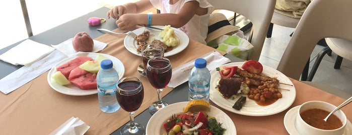 Glamour Restaurant is one of Tempat yang Disukai Durmuş.