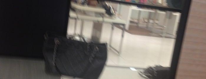 Chanel Boutique is one of สถานที่ที่ KEPRC ถูกใจ.
