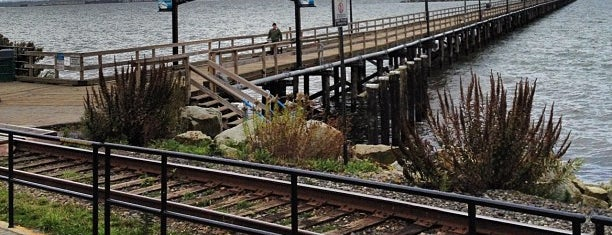 White Rock Pier is one of Tempat yang Disukai Jus.