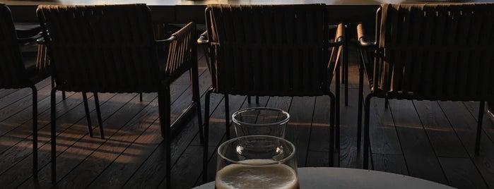 Loreta Bar is one of Locais curtidos por Gernot.