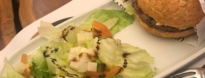 Madero Steak House is one of Orte, die Eduardo gefallen.