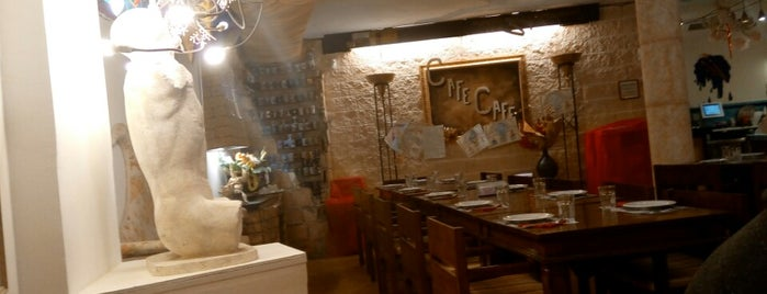 Café Café is one of Tenerife: restaurantes y guachinches..