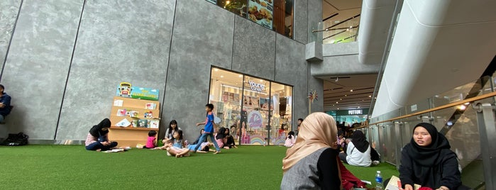 Melawati Mall is one of Tempat yang Disukai Nasrul.