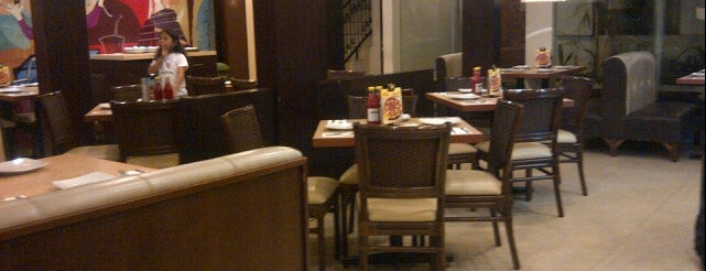 Pizza Hut is one of Tempat yang Disukai Rachmat.