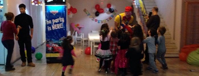 Curcuna Parti Evi is one of Locais curtidos por Banu.