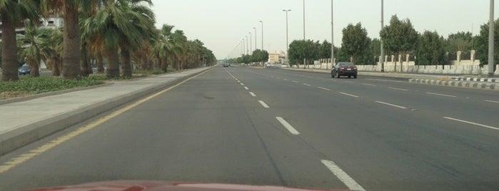 Al Malik Road طريق الملك is one of Posti che sono piaciuti a A💉.