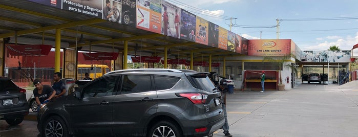 Auto Advance - Car wash Juriquilla is one of Locais curtidos por Sergio M. 🇲🇽🇧🇷🇱🇷.