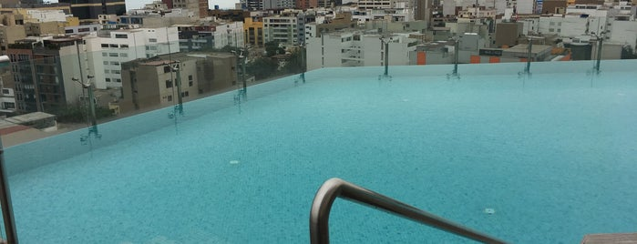 Hilton Miraflores Rooftop Pool is one of Sergio M. 🇲🇽🇧🇷🇱🇷さんのお気に入りスポット.